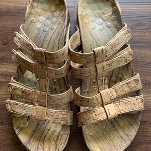 Earthy Vionic Sandals Size 9